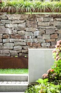 Brunnenplatz für Hochzeitsfotos im Haus in Bewegung| Haus in Bewegung