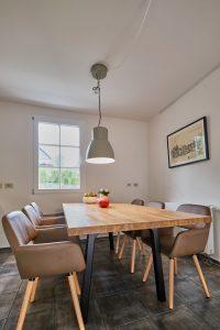 Essplatz für sechs Personen in der Ferienwohnung im Haus in Bewegung| Haus in Bewegung