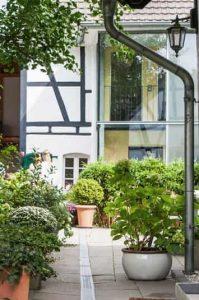 Einzigartiger Innenhof im Haus in Bewegung in Seelscheid  Haus in Bewegung
