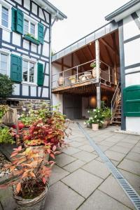 Remise und Eingang zum Seminarhaus Haus in Bewegung| Haus in Bewegung