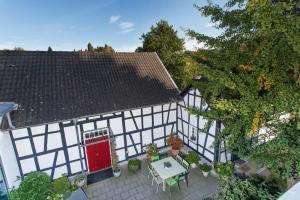 Innenhof Gästehaus Haus in Bewegung Seelscheid| Haus in Bewegung