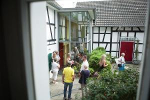 Innenhofansicht modernisierte Hofanlage  Haus in Bewegung