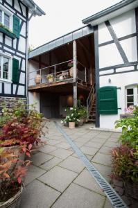 Remise im Innenhof des historischen Hofes Haus in Bewegung| Haus in Bewegung