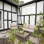 Terasse Gästehaus im sanierten Fachwerkhof| Haus in Bewegung