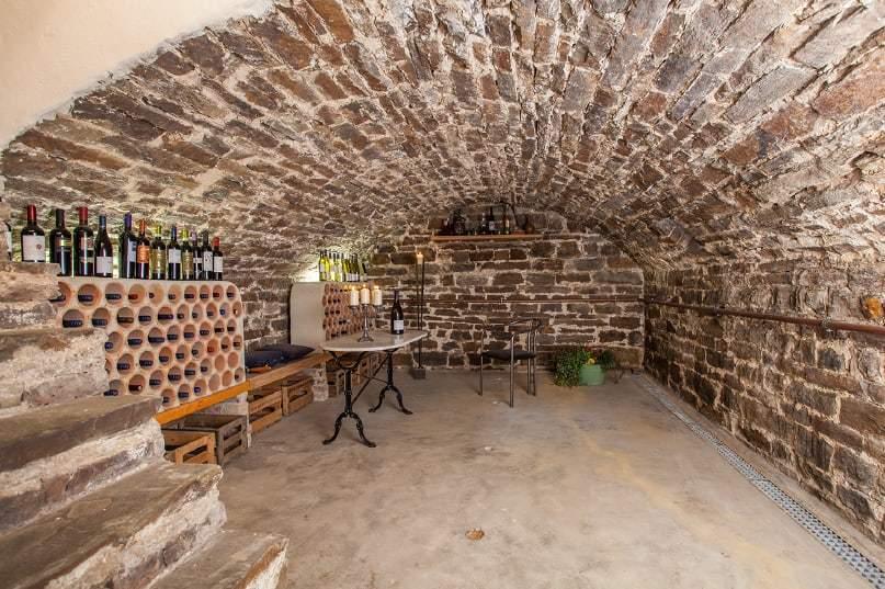 Weinkeller im Haus in Bewegung in Seelscheid