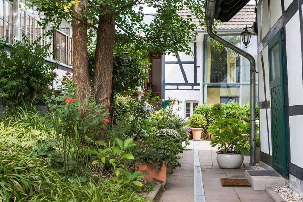 Innenhof Gästehaus| Haus in Bewegung