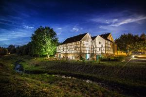 HiB by night  Haus in Bewegung