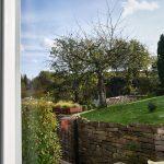 Fensterblick in die Natur in der Ferienwohnung Haus in Bewegung  Haus in Bewegung