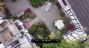 von ganz oben in den Innenhof| Haus in Bewegung
