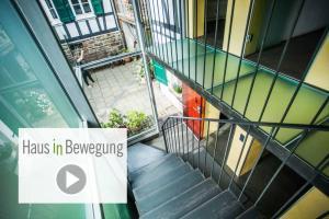 video Hof| Haus in Bewegung