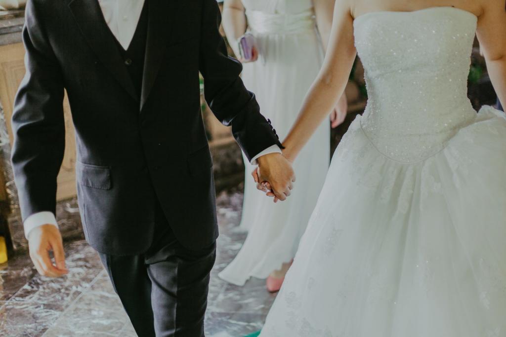 Hochzeitsfeier im Haus in Bewegung